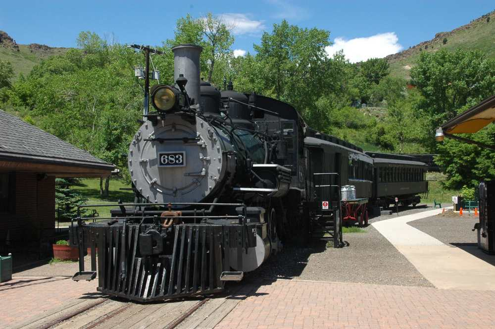 locomotive #683